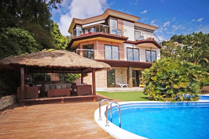 Villa margarita lloret de mar sunseahouse alquiler for Alquiler casas costa brava piscina privada