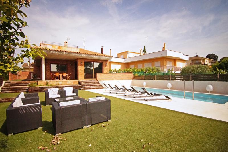 Villa dalia tordera sunseahouse alquiler vacacional de - Casas en tordera ...
